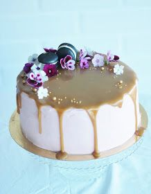 Redcurrant Caramel Cake on Cake Central Sweet Recipes, Cake Recipes, Cake Decorating Designs, Decorating Ideas, Delicious Desserts, Yummy Food, Sweet Pastries, Gorgeous Cakes, Piece Of Cakes