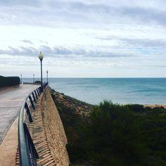 ¡Qué buen paseo por la mañanita! #campoamor #playa #beach (en Playa de La Glea)