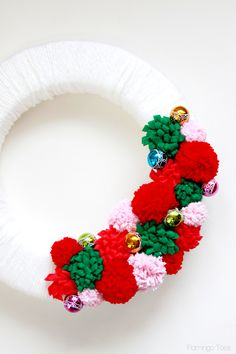 Mini Ornaments and flowers on wreath Crochet Toys Patterns, Stuffed Toys Patterns, Xmas Decorations To Make, Dinner Party Favors, Pom Pom Flowers, Business Baby, Holiday Activities, Diy Wreath, Holiday Wreaths