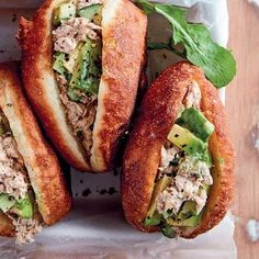 Tuna-en-avo-vetkoeke Delicious Dinner Recipes, Snack, Hot Dog Buns, Scones, Tuna, Baked Potato, Ethnic Recipes, Dinner Ideas, Breads