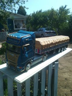 Scania topline made in chile 100 % madera Wood Projects, Chile, Trucks, Models, Wooden Truck, Chairs, Miniatures, Templates, Truck