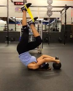 The CORE by @alexia_clark Special  60seconds of each movement with 20 seconds rest.  4 ROUNDS