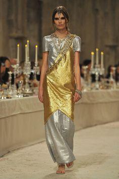 Chanel+Paris+Bombay+Show+2011+12+9eKaEijCP9Ax.jpg (681×1024)