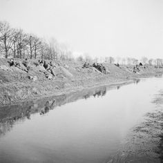 Crossing the Rhine 24 -31 March 1945: British glider troops of the Royal Ulster Rifles, 6th Airborne Division digging in on the banks of the River Issel after landing.