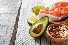 The benefits of getting healthy fats into your diet are many, but how do you get to eat more of them? Omega 3, Healthy Fats, Healthy Recipes, Get Thin, Weight Gain Meal Plan, Weight Loss, Eat Fat, Nutrition Program, Good Fats