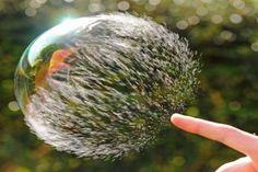 eine Seifenblase, die zerplatzt