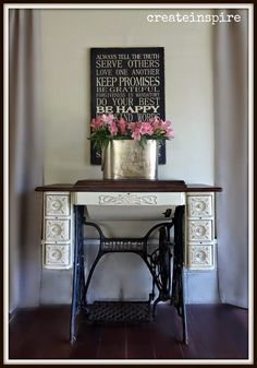 {createinspire}: Portfolio ( I love the paint finish on this Singer sewing cabinet. Gives me an idea how to finish my own) Sewing Machine Tables, Treadle Sewing Machines, Antique Sewing Machines, Singer Sewing Tables, Singer Table, Painted Furniture, Diy Furniture, Furniture Vintage, Upcycled Furniture