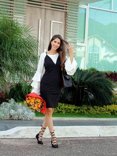 Vestido LBD básico con camisa de mangas campanas por debajo. http://www.letterstolucia.com/blog/2017/11/21/capas-en-tu-look #LetterstoLucia #looks #style #LBD #layers #blogger #FashionBlogger #ootd