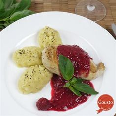 Chicken in raspberry basil sauce with parsnip mash Mashed Parsnips, Basil Sauce, Meat Lovers, Caprese Salad, Raspberry, Chicken, Breakfast, Recipes, Food