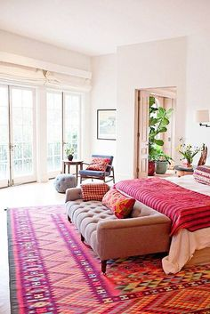 8 Incredible Tips: Minimalist Living Room Apartment Open Plan minimalist bedroom boho men.Cozy Minimalist Home Natural Light minimalist living room apartment frames.Minimalist Living Room With Kids Children. End Of Bed Bench, Sofa Bench, Bench Seat, Diy Bench, Decoration Bedroom, Diy Decoration, Red Rugs, Pink Rugs, Orange Rugs