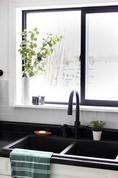 Ideas Kitchen Design Modern Black White Cabinets For 2019 Modern Kitchen Interiors, Modern Kitchen Design, Interior Design Kitchen, Modern Kitchens, Modern Design, Refacing Kitchen Cabinets, Modern Kitchen Cabinets, White Cabinets, Kitchen Tiles