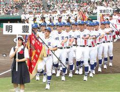 第97回全国高校野球選手権大会の開会式で力強く入場する明豊の選手たち=6日午前、兵庫県西宮市の甲子園球場