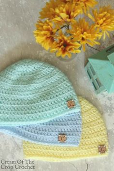 The Front Loop Newborn Hat Crochet Pattern is made up of a fun stitch, although you may need a little help from Ashley with the video tutorial included. Crochet Baby Hat Patterns, Crochet Baby Beanie, Crochet Beanie Pattern, Crochet Baby Clothes, Booties Crochet, Crochet Crafts, Crochet Projects, Bonnet Crochet, Confection Au Crochet