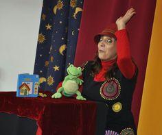 Anahí Muñoz contando  en la Biblioteca Central de Móstoles, el 25 de febrero de 2015. www.bibliotecaspublicas.es/mostoles