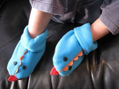 (free) Tutorial by Rae: Dragon Slippers - awesome tutorial and easy to make. I just made plain slippers and skipped the dragon parts since I had scrap patterned fleece. Sewing Slippers, Cute Slippers, Kids Slippers, Monster Slippers, Sewing Hacks, Sewing Tutorials, Sewing Crafts, Sewing Projects, Sewing Patterns