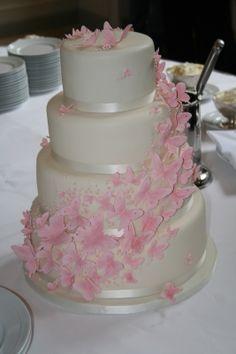 Schmetterlings Hochzeitstorte. www.thetinycakeboutique.com Fondant Butterfly, Butterfly Wedding Cake, Cupcakes, Cupcake Cakes, Butterfly Decorations, Wedding Decorations, Wedding Ideas, High Fiber Cereal, Celebration Day