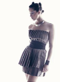 Diseñadora : Raquel Gómez  Modelo : Mary Silvente para Monroe Models  Make up / Hair Stylist : Fran LLopis para Franjo´s Center  Fotógrafo : Fran Morales  Estilismo : Manuela Cantos , Alejandra Pons