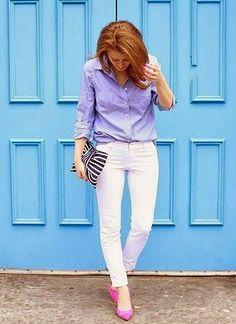 青シャツ×白パンツの着こなし(レディース)海外スナップ | MILANDA