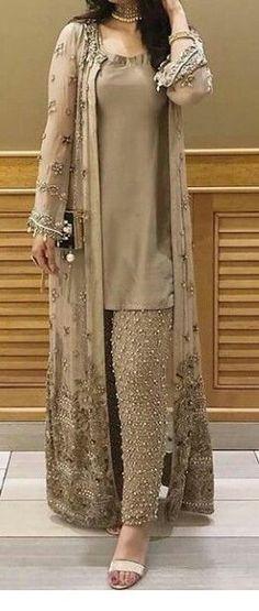 Ideas fashion dresses casual pakistani for 2019 Party Wear Indian Dresses, Pakistani Fashion Party Wear, Designer Party Wear Dresses, Pakistani Wedding Outfits, Pakistani Dresses Casual, Indian Fashion Dresses, Kurti Designs Party Wear, Pakistani Dress Design, Indian Designer Outfits