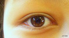 Hoy vamos a ver cómo debemos actuar ante las lesiones de los peques en los ojos. Un poco de primeros auxilios en lesiones oculares. http://www.cometelasopa.com/primeros-auxilios-en-lesiones-oculares/