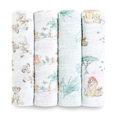 The versatile and breathable design of this set of The Lion King Swaddle Blankets from aden + anais is a necessity for parents to have for their children. The muslin cotton comfort can be used to swaddle your special one in a Disney way. Lion King Nursery, Lion King Baby, Lion King Room, Muslin Blankets, Baby Swaddle Blankets, Disney Babys, Baby Disney, King Cotton, Wraps