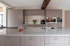 Misschien toch keuken met bovenkastjes doen en vooral: grote pantry zoals op Staniforth