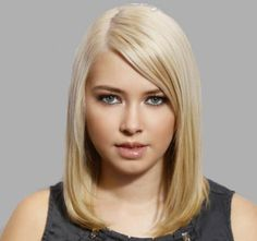 This is a one-length haircut with gorgeous face-framing layers in the front Bob Hairstyles For Round Face, Trendy Hairstyles, One Length Haircuts, Face Framing Layers, Middle Hair, Lookbook, Cut And Style, Hair Type, Hair Cuts