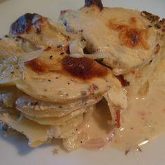 Man behøver ikke at bade i fløde, for at få nogle lækre kartofler til aftensmad. Det kan gøres meget sundere & langt mere smagfuldt, hvis bare man tænker lidt ud af boksen... 500g kartofler (en...