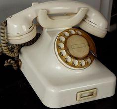 Vintage-Telephone-White-Colour