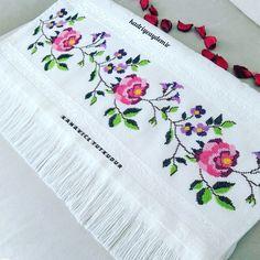Cross Stitch Charts, Irene, Floral, Instagram, Crochet Dish Towels, Bath Linens, Cross Stitch Rose, Cross Art, Simple Cross Stitch