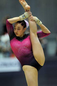 Gymnastics Photos, Artistic Gymnastics, Gymnastics Girls, Bikinis For Teens, Female Gymnast, Sex And Love, Female Athletes, Sport Girl