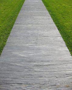 Hoy te contamos todo lo que necesitas saber sobre los suelos de pizarra para exterior. Una alternativa decorativa, moderna y asequible.