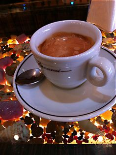 08:00 a.m....this is so inviting....maybe it's the shiny cup/saucer (?)