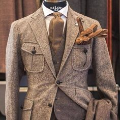 Mens Fashion Casual – The World of Mens Fashion Mens Fashion Suits, Mens Suits, Tweed Suits, Tweed Men, Safari Jacket, Tweed Jacket, Suit Jacket, Tweed Blazer, Gentleman Style