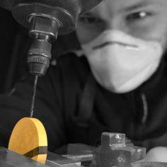 élieBois / L'atelier - créateur de bijoux en bois / Workshop - wooden jewelry designer Light Bulb, Creations, Presentation, Designer, Decor, Jewelry Designer, Handicraft, Atelier, Decoration