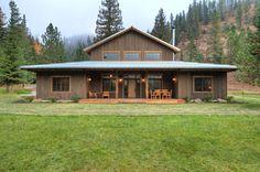 Una casa en medio del bosque que por su diseño y tamaño bien…