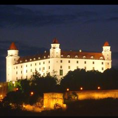 Day-trip to Bratislava - Budapest Guide Budapest Guide, Visit Budapest, Beautiful Castles, Beautiful Buildings, Palaces, Photo Chateau, Bodiam Castle, Castle Parts, Monumental Architecture