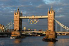 WOW !!! Bella foto del Tower Bridge di Londra, addobbato in occasione delle Olimpiadi!  #London2012