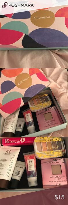 Birchbox with six unopened samples! Lip enhancer, Pacifica neutral eye shadow mini palette, Vita Liberata self tanner, Mac strobe cream, R&Co moisturizer, and Urban Decay afterglow highlighter. Will ship with box. MAC Cosmetics Makeup Eyeshadow