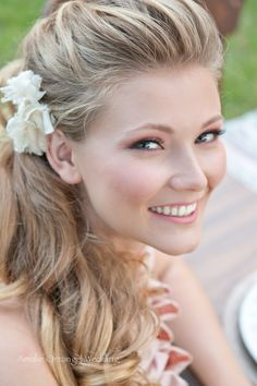 I think your hair could be really pretty like this maybe??? you could put a white daisy in your hair!! @Devin Albright
