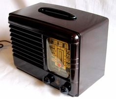 Emerson Bakelite deco compact radio beautiful dark brown finish c-1940 restored!