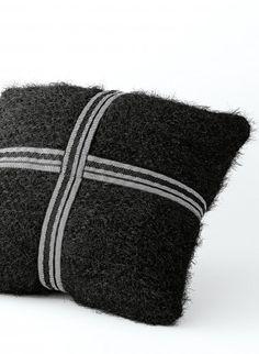 Cat. 13/14 - #833 - Ribboned cushion