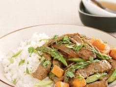 Beef red curry with sesame rice Pot Roast, Curry, Rice, Beef, Dinner, Breakfast, Ethnic Recipes, Food, Carne Asada
