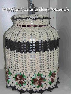 Jogo de cozinha em flores catavento, capa botijão de gás, capa galão de águas e capa do liquidificador em croche