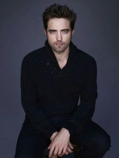 Fan site dedicated to Robert Pattinson and Kristen Stewart. News updates on their careers and love life. Edward Cullen, Gorgeous Men, Beautiful People, Dead Gorgeous, Hello Gorgeous, Pretty People, Beautiful Things, Robert Pattinson Twilight, Edward Pattinson
