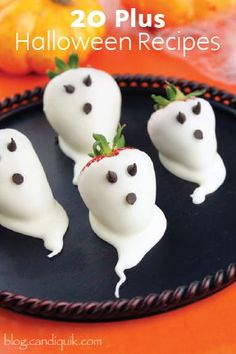 Halloween is incomplete without these spooky halloween desserts. Quickly browse through these creepy & spooky Halloween dessert ideas here. Halloween Desserts, Spooky Halloween, Halloween Donuts, Comida De Halloween Ideas, Halloween Food For Adults, Halloween Mignon, Bolo Halloween, Postres Halloween, Halloween Cocktails