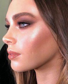 5 Makeup-Trends für den Winter 2018 – Beauty-Tipps - Make up Makeup Trends, Makeup Inspo, Makeup Inspiration, Makeup Ideas, Makeup Style, Makeup Tutorials, Style Inspiration, Kourtney Kardashian, Holiday Makeup Looks