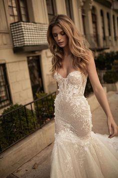 Verwegen trägerlosen Meerjungfrau Hochzeitskleid mit floralen Applikationen und einige bling