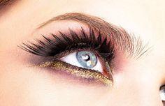 #maquillaje #ojos Perfecciona tu técnica y estilo, aprende #tips y secretos para destacar diferentes tipos de ojos. Makeup Eyes, Beauty Makeup, Make Up, Makeup Techniques, Professional Makeup, Types Of Eyes, Different Types Of, Spotlight, Style