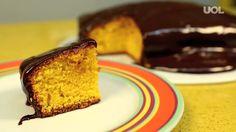 bolo de cenoura com cobertura de chocolate perfeito.